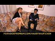 HAUSFRAU FICKEN German blonde mature wife fucked on couch