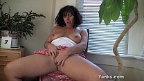 Brunette Yanks MILF Lynn Masturbates pornhub video