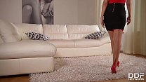 Ultra Horny Milf Vicki Chase cums hard on a Gla... thumb