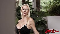 Smoking hot cougar Alexis Fawx gagging on young...