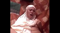 Hijabi girl masturbate on live streaming cams on twitter @sexyhijaber69