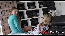 Mom and daughter go threeway with aunt