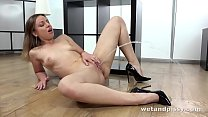Lilith Sweet - Fingering My Pissing Pussy