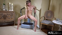 Camel Toe Teen Ivy Wolfe Shakes Her Body and Then Gets Off