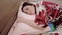Amiee Cambridge In Tight Bed For A Limp Milf