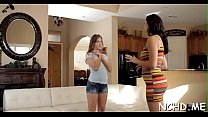 Cunning brunette bitch Holly Michaels blowing dinky well's Thumb