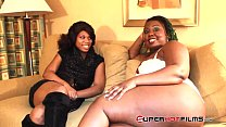 Superhotfilms :Poizon Ivy finds a yung dumb slut to play with!
