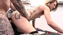 Petite Leah Luv fucked in the ass after being tattooed صورة