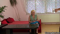 Old granny is picked up and pussy fucked Vorschaubild