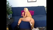 MATURE PORNSTAR FUCKED THE MASCHINE watch more ...