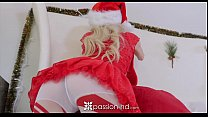 Passion-HD - Petite Piper Perri unwraps her wet gift on xmas video