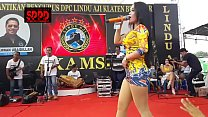 Indonesian Erotic Dance - Pretty Sintya Riske Wild Dance on stage