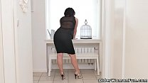 Curvaceous milf Montse Swinger loves toying her needy cunt صورة