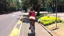 Putita Chilanga EXHIBITIONIST shows her ass on a bicycle. Chapultepec Forest (2). AMATEUR. Big ass