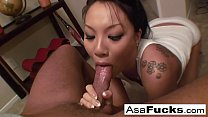 Asa akira gives an amazing deep throat blow job