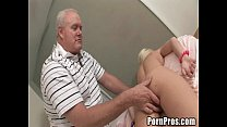 Young whore gives massage and pussy to old guy Vorschaubild