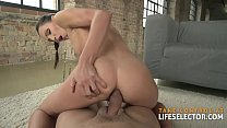 Sexologist takes care of beautiful but battered Lilu Moon
