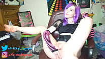 Cute Emo Camgirl Fingers Herself and Twerks for...
