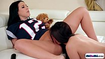 Hottie gets wife attention through oral