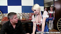 Blonde waitress know show to get her tip Thumbnail