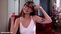 Hottie with glasses Shae Celestine masturbates