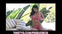 Gorgeous bikini clad model rubs her clit to an ...
