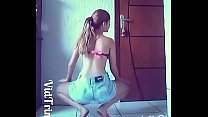 Latina twerk and dirty feet flip flop