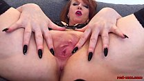 Busty mature redhead Red XXX stretches her pussy wide缩略图