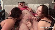 FFM Two french brunette sharing an old man cock of Papy Voyeur صورة