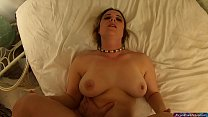 You're caught peeping by your stepmom but she lets you inside her POV - Erin Electra صورة