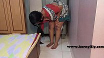 18573 Indian maid with no panties preview