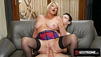 21Sextreme The Horny Boy Next Door Seduced The Big Ass MILF And Gave Her A Facial