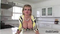 Unfaithful british milf lady sonia shows off her huge balloons Vorschaubild