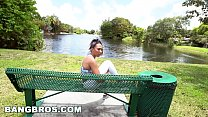 BANGBROS - Juicy Jazzy Pulled a Muscle and Ends Up on Bang Bus (bb15997)