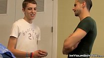 Jock gives some nice anal to young twink in his car shop