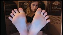 Sexy Teen Showing Amazing Feet On Cam video
