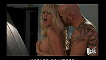 Big-tit blonde MILF Stormy Daniels fucked on the hood of her car缩略图
