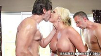 Brazzers - Phoenix Marie - Bubble Butt Gets a J...