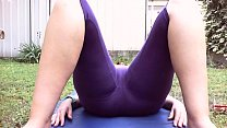 Spy on your mom while doing her big latin ass does yoga in the garden under the eyes of neighbors