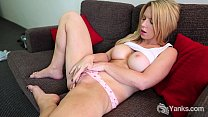 Blondie Madison Rubbing Her Pussy Vorschaubild