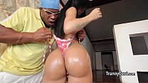 Sexy latina sheshaft fucks like pro