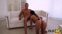 OLD4K. Beautiful brunette successfully seduced her middle-aged boss Vorschaubild