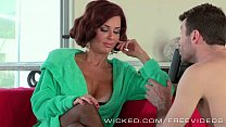 Screenshot Veronica Avluv Likes James Deens Sales Pitch