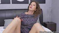 Canadian milf Janice puts her massager to good use's Thumb