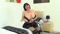 English milf Karina looks hot in leggings and l...