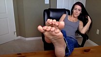 Cams4free.net - Beautiful Brunette Shows Her Feet