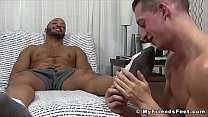 Ebony gay jerks off while having his toes licked and sucked