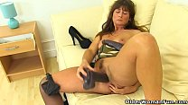 English milf Lelani gets busy with two giant di...