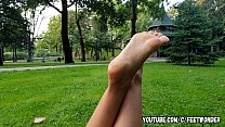 PRETTY GIRL SHOWS HER FEET AND SOLES