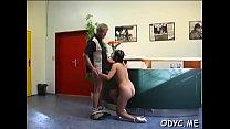 Amateur babe lets an aged fellow penetrate her cuchy